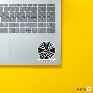 استیکر لپ تاپ تایپوگرافی مارپیچ روی لپتاپ