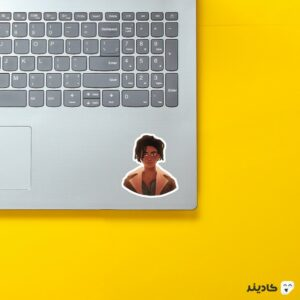 استیکر لپ تاپ پوستر لوییس روی لپتاپ