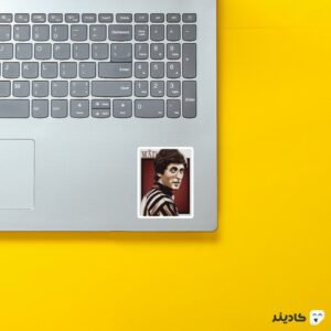 استیکر لپ تاپ ریورا روی لپتاپ
