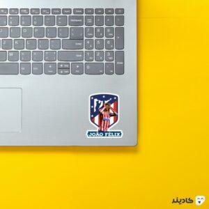 استیکر لپ تاپ فلیکس در اتلتیکو روی لپتاپ