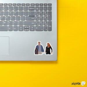 استیکر لپ تاپ کاپتان و ناتاشا روی لپتاپ