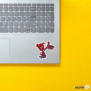 استیکر لپ تاپ پیتر پارکر روی لپتاپ