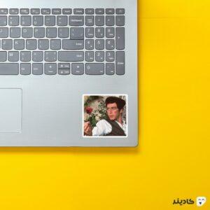استیکر لپ تاپ آل پاچینو روی لپتاپ