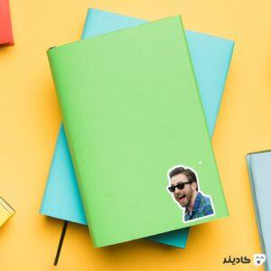 استیکر لپ تاپ خنده کریس ایوانز روی دفترچه