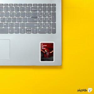 استیکر لپ تاپ به زلاتان ایمان داریم روی لپتاپ