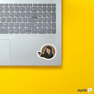 استیکر لپ تاپ مامور کارتر روی لپتاپ