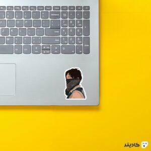 استیکر لپ تاپ پوستر داریل به همراه ماسک روی لپتاپ
