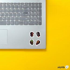 استیکر لپ تاپ پوستر زامبیها روی لپتاپ
