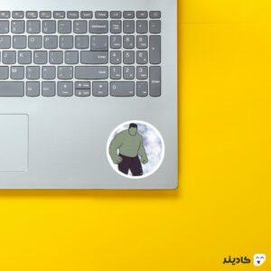 استیکر لپ تاپ هالک روی لپتاپ