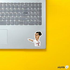 استیکر لپ تاپ ایبرا در آث میلان روی لپتاپ