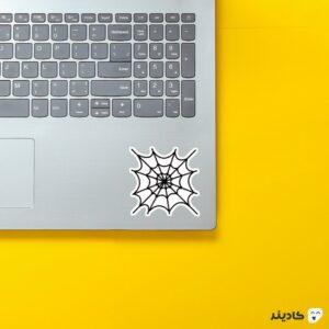 استیکر لپ تاپ تار روی لپتاپ