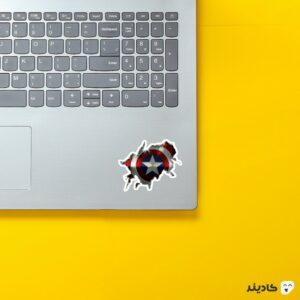 استیکر لپ تاپ سپر روی لپتاپ