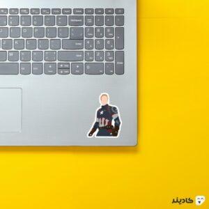 استیکر لپ تاپ کاپتان آمریکا روی لپتاپ