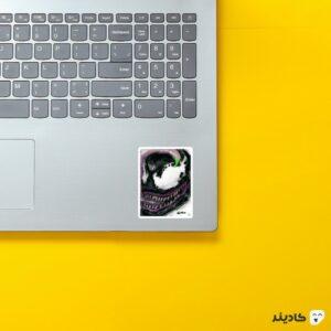 استیکر لپ تاپ ونوم روی لپتاپ