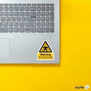 استیکر لپ تاپ من رو عصبانی نکن روی لپتاپ