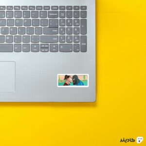 استیکر لپ تاپ زلاتان در برابر لوکاکو روی لپتاپ