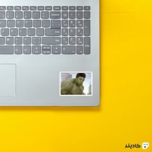 استیکر لپ تاپ میم هالک روی لپتاپ