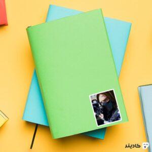 استیکر لپ تاپ باکی روی دفترچه