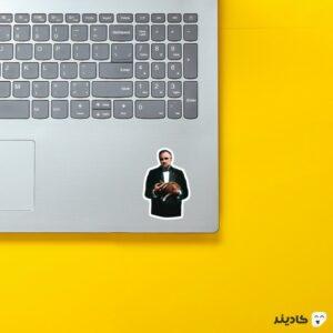 استیکر لپ تاپ پوستر پدرخوانده با گربه روی لپتاپ