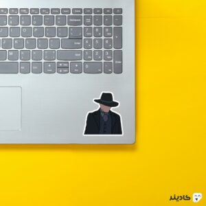 استیکر لپ تاپ مردی در تاریکی روی لپتاپ