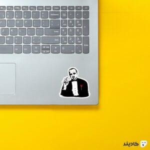 استیکر لپ تاپ پوستر هنری پدرخواندخ روی لپتاپ