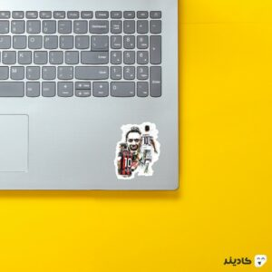 استیکر لپ تاپ چالهان اوغلو روی لپتاپ