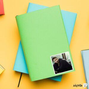 استیکر لپ تاپ کریس ایوانز روی دفترچه