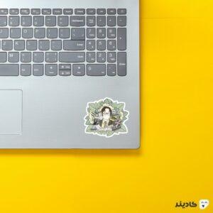 استیکر لپ تاپ سریال آفیس - پوستر دویت در میان برگها روی لپتاپ