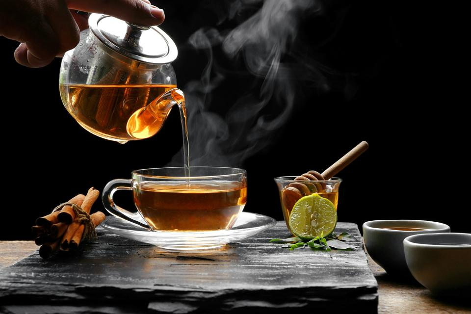 چای یکی از محبوبترین نوشیدنیهای مردم ایران است. کشت و صنعت چای در ایران قدمتی صدساله دارد و اکنون بخشی از فرهنگ کشور ما شده است.