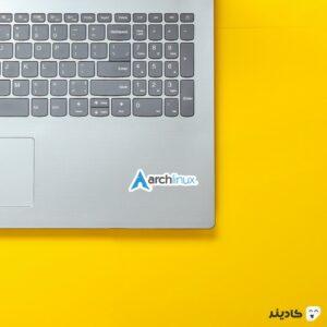 استیکر لپ تاپ ریچارد استالمن - لوگوی ارچ لینوکس روی لپتاپ
