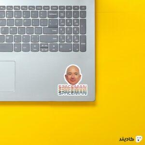 استیکر لپ تاپ جف بزوس - مرد فضایی روی لپتاپ