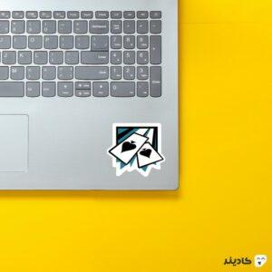 استیکر لپ تاپ رینبو سیکس: سیج - لوگوی اپراتور ایس روی لپتاپ
