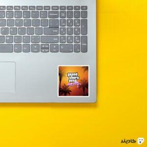 استیکر لپ تاپ جی تی ای - پوستر نارنجی بازی روی لپتاپ