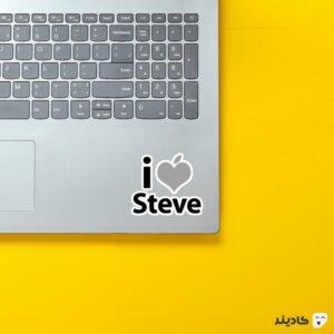 استیکر لپ تاپ استیو جابز - تایپوگرافی روی لپتاپ