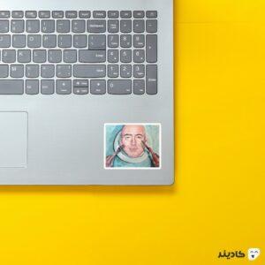 استیکر لپ تاپ جف بزوس - نقاشی جف بزوس روی لپتاپ