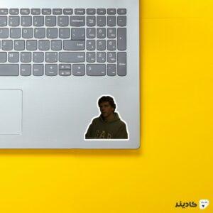 استیکر لپ تاپ مارک زاکربرگ - شخصیت زاکربرگ در فیلم روی لپتاپ