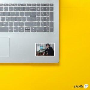 استیکر لپ تاپ استیو جابز - پوستر جابز جوان روی لپتاپ