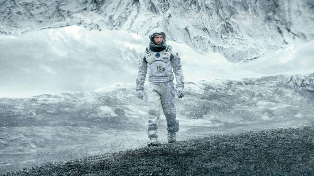 در میان ستارگان یا اینتراستلار یکی از جذابترین فیلمهای هالیوودی دهه اخیر است. کارگردان این فیلم نولان است و متیو مک کانهی در این فیلم حضور داشته است.
