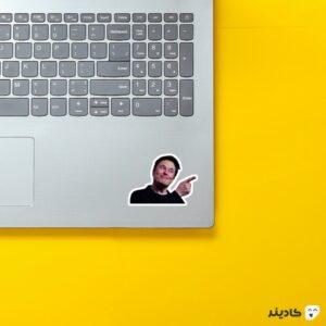استیکر لپ تاپ استیکر ایلان ماسک - الون خندان روی لپتاپ
