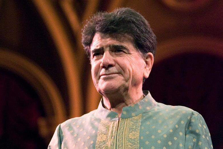 محمدرضا شجریان در سال ۱۳۱۹ در مشهد به دنیا آمد. او از همان ابتدا به موسیقی علاقه داشت و با حسین علیزاده، محمدرضا لطفی و ... همکاری داشته است.