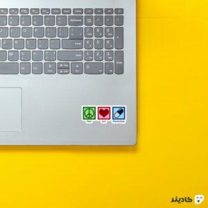استیکر لپ تاپ استیکر لپتاپ داروسازی - عاشق داروسازی روی لپتاپ