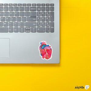 استیکر لپ تاپ استیکر لپ تاپ پزشکی - قلب رنگی روی لپتاپ