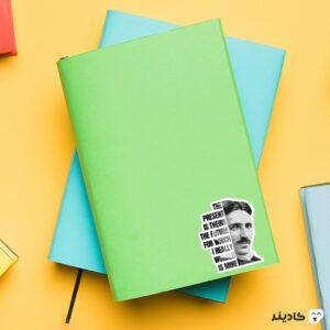 استیکر لپ تاپ استیکر لپ تاپ مهندسی برق - تسلا و تایپوگرافی روی دفترچه
